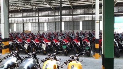 Những chiếc moto đang chờ đến đất nước Nhật Bản